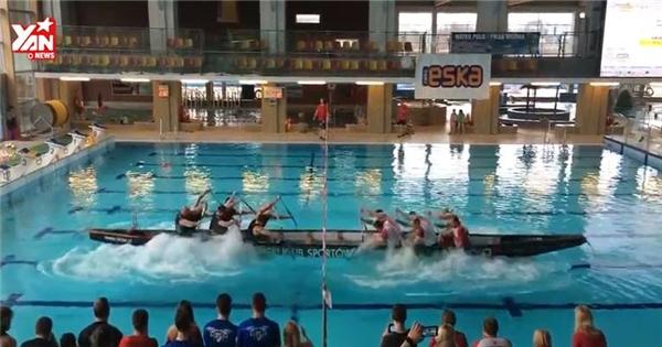 Độc đáo trò kéo co kết hợp đua thuyền có một không hai