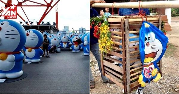 Ngộ nghĩnh cảnh người dân dùng Doraemon để... cầu mưa