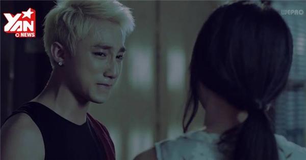 """Sơn Tùng """"khóc hết nước mắt"""" trong MV Âm thầm bên em"""
