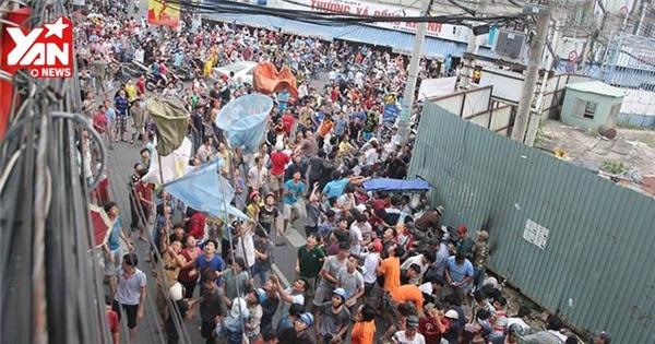 """Hàng trăm người """"giật cô hồn"""" làm náo loạn đường phố Sài Gòn"""