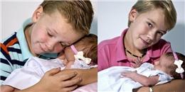 Bật cười vì độ đáng yêu của 6 anh trai đón em gái chào đời