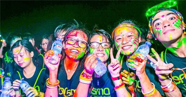 Những khoảnh khắc đáng nhớ của đêm hội chạy bộ Prisma Run 2015