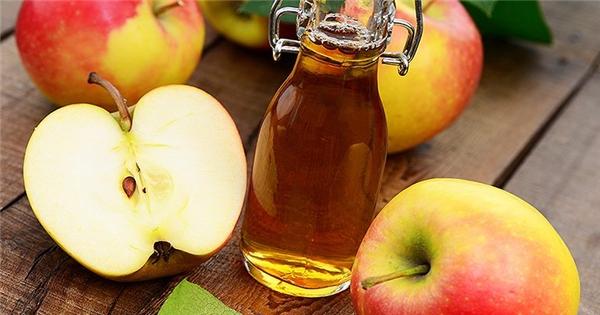 Tuyệt vời với mẹo dùng giấm táo trị hôi chân và hôi miệng