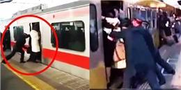 Rợn người với cảnh chèn người đi tàu điện tại Nhật Bản