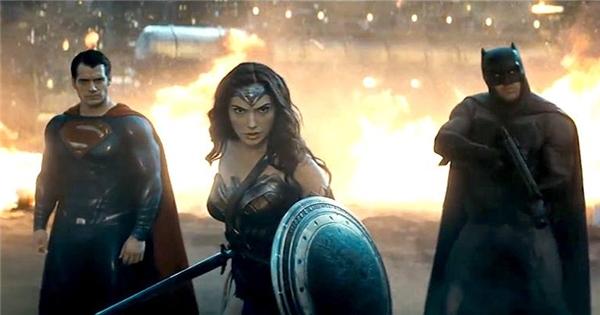 """Woman """"chào sân"""" ấn tượng trong trailer mới của """"Batman vs Superman"""""""