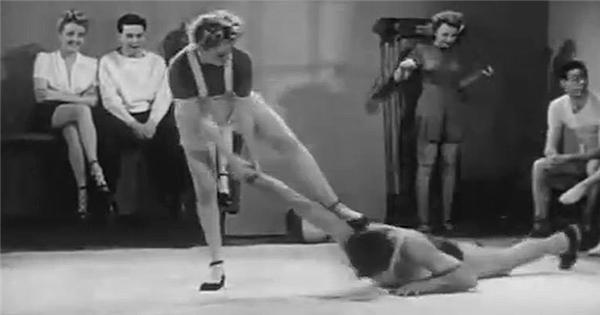 """""""Phát sốt"""" với clip dạy phụ nữ tự vệ từ cách đây... 70 năm"""