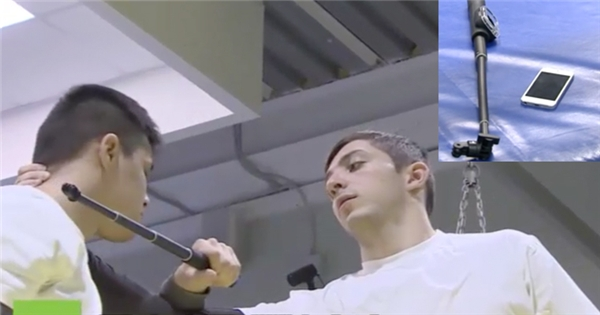 Thú vị với lớp học dùng gậy tự sướng làm... vũ khí tự vệ