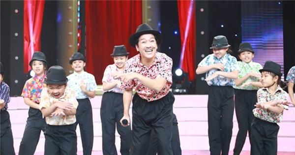 """Trường Giang cùng 10 phiên bản nhí """"quẩy tung"""" sóng truyền hình"""