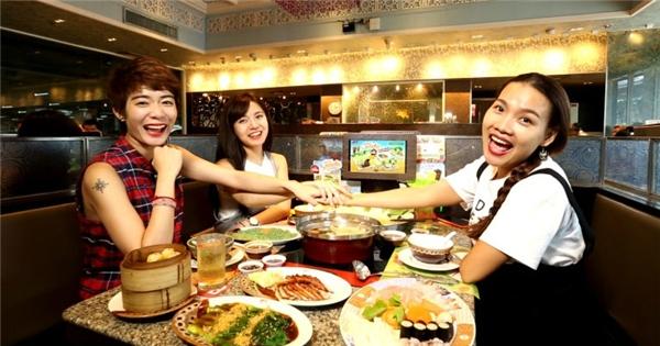 Hot girl Tú Linh, Kim Nhã sang Bangkok học nấu ăn