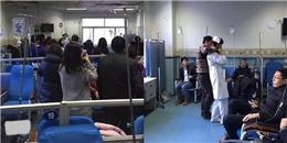 Bệnh nhân cầm dao uy hiếp nữ y tá, mọi người hối hả... chụp ảnh