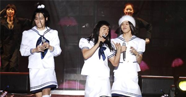 Chết cười với hình ảnh Big Bang mặc váy nữ sinh thời mới nổi tiếng
