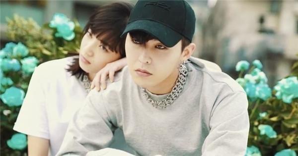 """G-Dragon bất ngờ xuất hiện """"mùi mẫn"""" bên gái Nhật lạ mặt"""