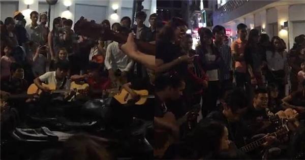 """Thích thú khoảnh khắc giới trẻ Sài Gòn tụ tập phố đi bộ hát """"Một nhà"""""""