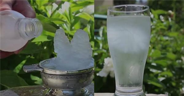 Kì lạ loại đá khiến nước đóng băng tức thì