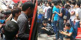 Chùm ảnh: Chen lấn, xô đẩy lên xe khách về quê