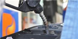 Xăng tiếp tục tăng giá hơn 240 đồng một lít