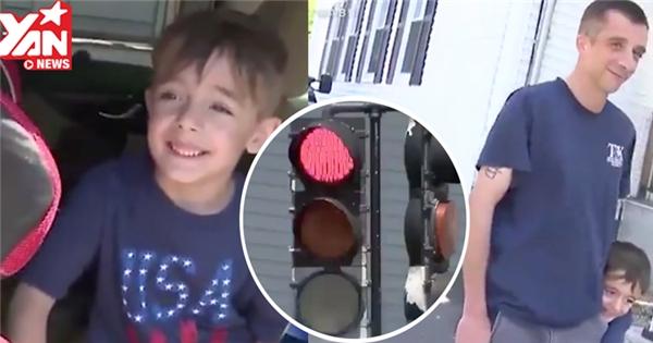 Con trai 5 tuổi gọi điện báo cảnh sát vì bố... vượt đèn đỏ