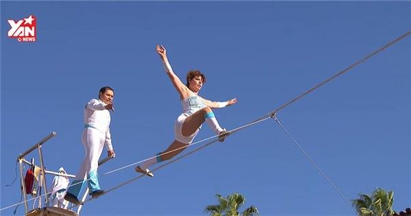 """Màn biểu diễn đi thăng bằng trên dây khiến nước Mỹ """"lạnh gáy"""""""