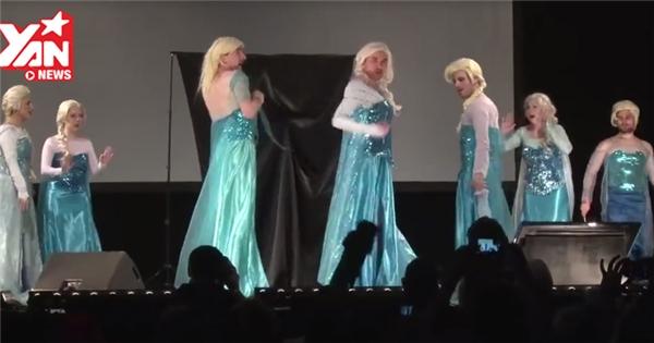 """""""Hoang mang"""" với màn biểu diễn có đến 8 nàng Elsa trên sân khấu"""