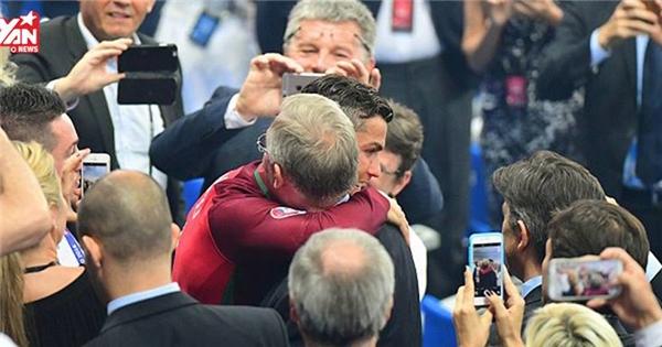Đây là hình ảnh khiến triệu người xúc động của Ronaldo sau EURO 2016