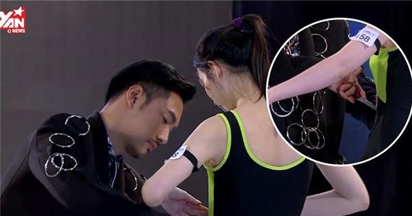 Lý Quý Khánh giúp thí sinh tỏa sáng với màn cắt áo tắm