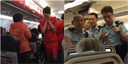 Nữ hành khách hất nước vào tiếp viên hàng không vì lí do 'không tưởng'