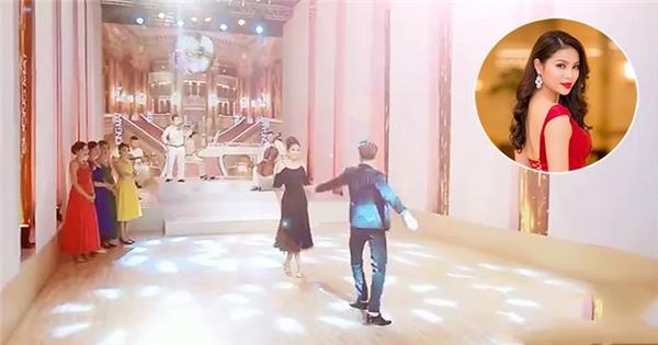 Lộ clip HLV Phạm Hương thị phạm điệu valse cho học trò