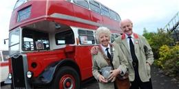 Cảm động cụ ông mua xe buýt tặng vợ kỷ niệm 60 năm lần đầu gặp nhau