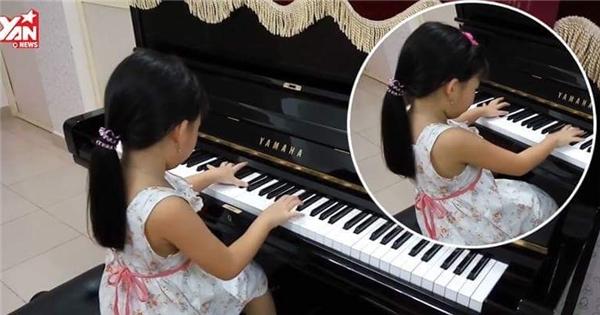 """Cô bé """"thần đồng"""" 5 tuổi đánh piano hàng loạt bài giao hưởng cực hay"""