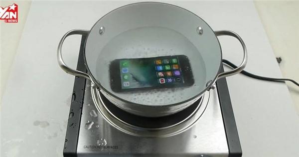 Đem luộc iPhone 7 và nhận cái kết không thể bất ngờ hơn