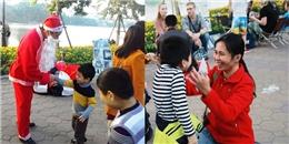 Thích thú với ông già Noel đổi rác thành quà cho trẻ em tại Hà Nội