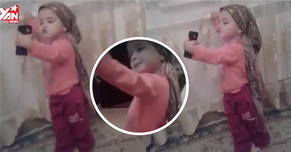 Chết cười với em bé chụp hình tự sướng bất chấp xung quanh